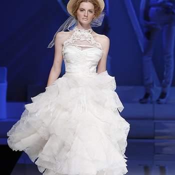 Modèle tout en volume, effet de superposition de tulle sur la jupe, dentelle sur le corsage. Photo : Barcelona Bridal Week