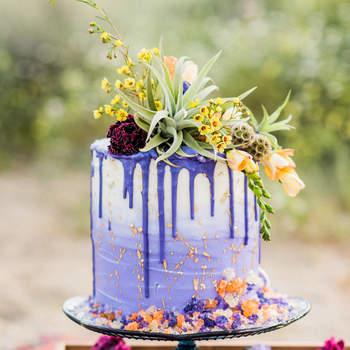 Drip Cakes: já ouviu falar? São bolos de casamento de darem água na boca! | Créditos: Julie Shuford Photography