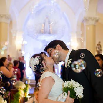 Boa idéia para hora do beijo na cerimônia: bolinhas de sabão.