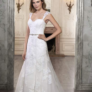 "This A-Line wedding dress is complete with floral lace appliques drifting down a tulle skirt and romantic sweetheart neckline. Available with optional detachable lace cap-sleeves and Swarovski crystal belt. Finished with corset back closure.  <a href=""http://www.maggiesottero.com/dress.aspx?style=5MW071"" target=""_blank"">Maggie Sottero Spring 2015</a>"