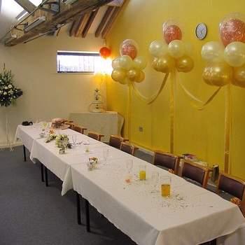 Des ballons en bouquets, rien de tel pour décorer un mur. Les assortir aux couleurs de votre mariage. - Photo : andrew michaels