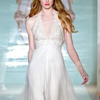 Свадебное платье с широкой, струящейся юбкой, без корсета.
