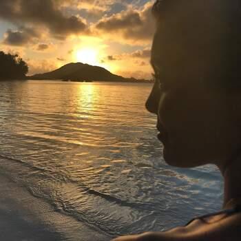 Já Daniel Oliveira elevou o romantismo com uma linda foto da sua amada e um simples coração na legenda. Em @daniel_oliveira