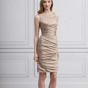 A moda das madrinhas vestidas iguais tem conquistado noivas no Brasil e se você optou por este estilo, mas não sabe que look escolher para suas madrinhas, aposte nos mais lindos modelos da coleção 2013 de Monique Lhuillier.