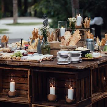Mesa de pães e queijos. Credits: Kiwo