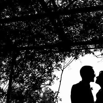 Preciosa imagen de los novios durante la sesión fotográfica. Foto: U&U photo. Web: http://www.u-uphoto.com/