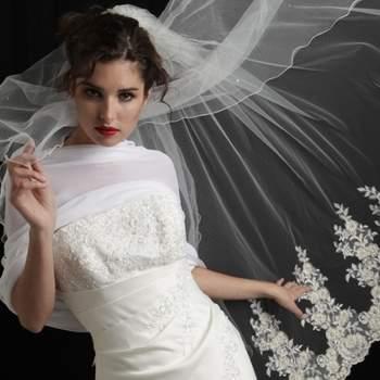 Voile de mariée Spécialité, orné de broderies en dentelle et de strass. Crédit photo: Mariage Pronoce