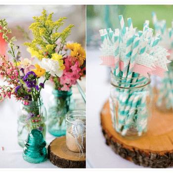 Frascos de cristal com palhinhas e flores para decorar o seu casamento.