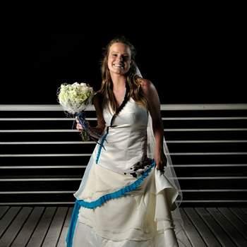 Un look original es lo que las mujeres buscan hoy para su boda. Y que más encantador y novedoso que un vestido de novia con colores vivos. La propuesta de la diseñadora nacional Fran Vallejos es simplemente maravillosa y hará que luzcas única en este día tan especial. Foto: Fran Vallejos
