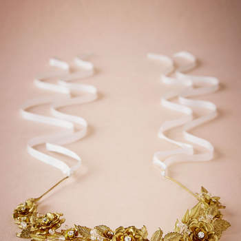 Gilded Rosa Headpiece. Créditos: Bhldn