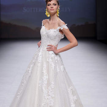 Maggie Sottero. Credits: Valmont Barcelona Bridal Fashion Week