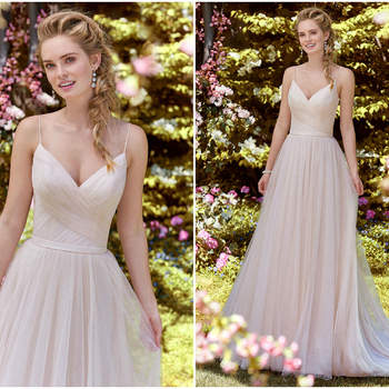 Ein modernes Kleid mit asymmetrisch gestaltetem Oberteil, hauchzarten Trägern und einem schmalen Gürtel als Abschluss zum Tüllrock.