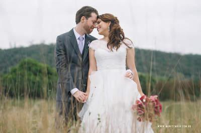O Casamento ao ar livre de Letícia & Ronaldo: noivos apaixonadíssimos e decoração rústico chic!