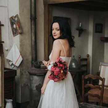 Photo : Margaux Pastor - Robe de mariée : Elisa Ness - Coiffure : Cut & Learn - Maquillage : Bbeautiful Relooking - Fleurs : Aude Rose