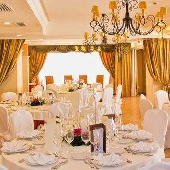 Entre mar y montañas, este hotel mallorquín, antigua casa rural imperial, dispone de diferentes salones  y una cocina que mezcla lo tradicional y vanguardista, ideal para una cualquier tipo de boda.