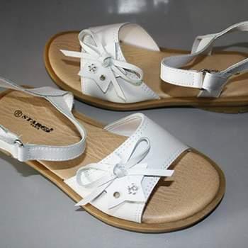 Sandales/Nu pieds de cérémonie Marie pour petite fille.  Crédit photo: Boutique Magique