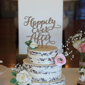 Os naked cakes continuam a ser uma opção de bolos de casamento muito procurada pelos noivos | Créditos: Pitada d'Amor