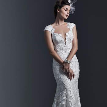 """Este vestido é feito com rendas cortadas à laser e aplicadas sobre o tule até a bainha. Acabamento com decote profundo e botões forrados sobre o fechamento do zíper. <a href=""""https://www.maggiesottero.com/sottero-and-midgley/vidonia/9346"""" target=""""_blank"""">Sottero and Midgley</a>"""