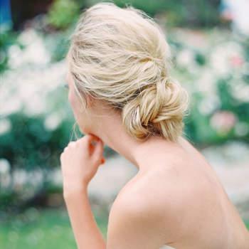 Penteado para noiva com cabelo preso baixo   Credits: Jon Cu Photography