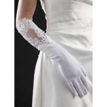 Gants de mariée Poésie. Crédit photo : Mariage-pronoce