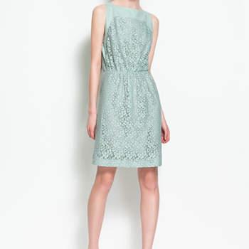 Un joli colori pour cette robe Zara que l'on portera pour un mariage au printemps ou en été. Photo : www.zara.com