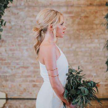 Penteado para noiva com rabo de cavalo baixo   Foto: Morgan Marie Photography