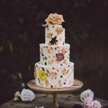 Inspiração para bolos de casamento de 3 andares | Créditos: Evangeline Lane