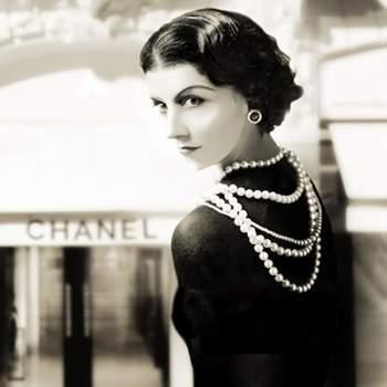"""""""Uma mulher com bons sapatos nunca está feia."""" - Coco Chanel"""