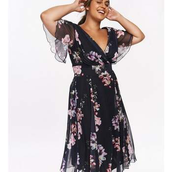 Créditos: Scarlett & Jo Navy Angel Sleeve Floral Midi Dress, Evans