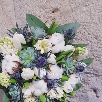 Bouquet de mariée fleurs blanches et bleues Oya Fleurs