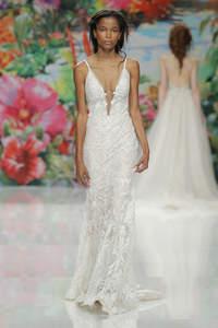 Свадебные платья с V-образным вырезом 2017