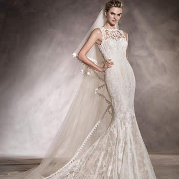 Uma peça única. Uma clara representação do romantismo mais puro. Este vestido de noiva de silhueta sereia e decote redondo justo, realizado integralmente em tule e renda, perfila una figura repleta de detalhes. Um vestido com o qual será difícil afastar os olhares.