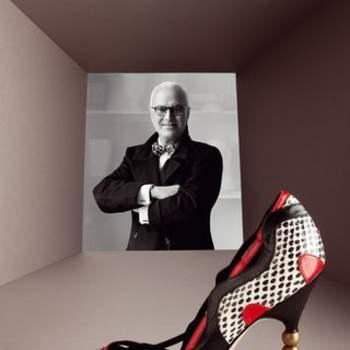 """""""Você tem de escolher um sapato que a faça parecer ainda mais interessante e sentir-se mais intrépida do que já se sente normalmente"""" - Manolo Blahnick"""