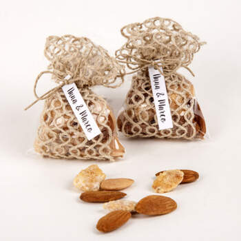 Bolsa de yute con almendras - Compra en The Wedding Shop