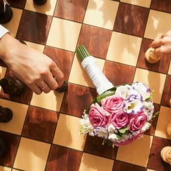 Des activités calmes et intellectuelles à proposer à vos invités, comme une partie d'échecs.