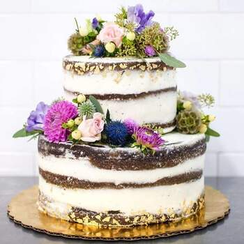 Foto: Petunia Arte - Naked cake con flores naturales