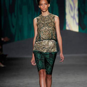 Vera Wang levou a Nova Iorque uma colecção ready-to-wear primavera 2013 carregada de verdes profundos e dourados cintilantes. Temos nova tendência para convidadas de casamentos, claro está; mas será que podemos adivinhar nesta colecção alguma das próximas tendências para noivas?