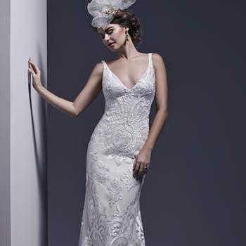 """Intemporelle et élégante, cette robe fourreau séduisante est faite dans une dentelle audacieuse. Le décolleté en V est profond et raffiné.    <a href=""""http://www.sotteroandmidgley.com/dress.aspx?style=5SS638"""" target=""""_blank"""">Sottero &amp; Midgley</a>"""