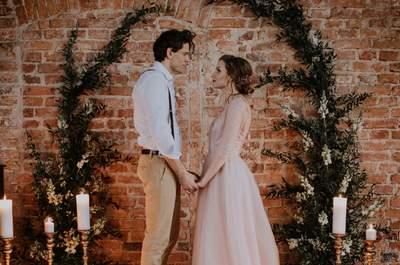 Otulająca ją suknia, blask świec i jego szarmanckość...czyli stylizowana sesja ślubna już u nas!