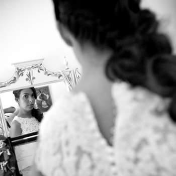 As fotografias da preparação dos noivos assumem cada vez mais importância nos álbuns de casamento. Registe todos os momentos dos 'bastidores' e assim terá ainda mais recordações guardadas.