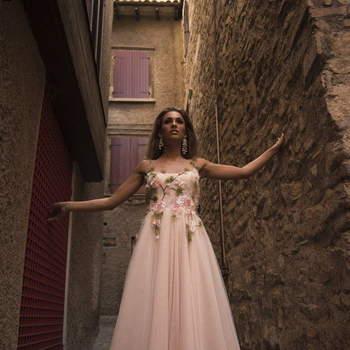 Daniela Sposa: non solo bianco. Un modello per le spose che cercano l'originalità e la tradizione in un unico modello.