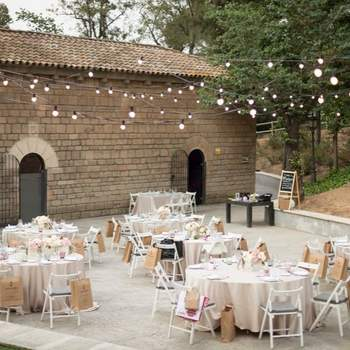 Podrás celebrar tu ceremonia y el banquete con la mejor decoración e inspirados en las últimas tendencias.