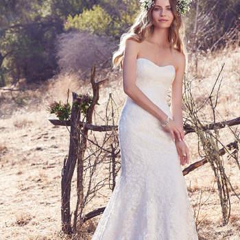 Wer es lieber glamourös und süß mag, der wird sich in dieses trägerlose Slip Dress aus Seide sofort verlieben.