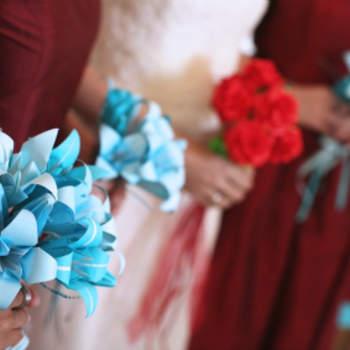 Os origamis são dobraduras de papel estilosas e lindas, que fazem sucesso nos casamentos. Seja no buquê, na decoração, ou até como convite, inspire-se na tradição japonesa para decorar sua festa.