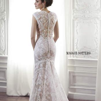 """Hecho de encaje floral exquisito, este vestido de novia es la cumbre del romanticismo. Lleva escote de encaje festoneado y encaje ilusión. Acabado con botón de cubierta sobre espalda con cremallera de cierre.  <a href=""""http://www.maggiesottero.com/dress.aspx?style=5MC013"""" target=""""_blank"""">Maggie Sottero Spring 2015</a>"""
