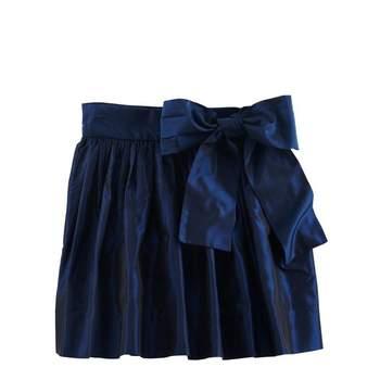 Preciosa falda de terciopelo con lazo a la cintura. Foto: Óscar de la Renta
