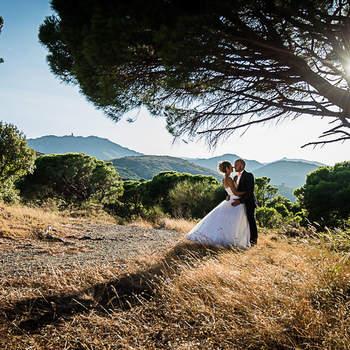 Photo : Nicolas Giganto -  Ce photographe basé dans les Pyrénées-Orientales sait comment rendre unique chacune de ses photos. Dans ce cliché, passion et authenticité se font ressentir. Les mariés ont pris la pose mais reste avant tout eux-mêmes, et dégagent autant de beauté que de sincérité.
