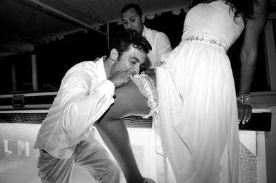 Strumpfbandwerfen - Tradition für männliche Junggesellen