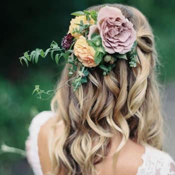 Penteado para noiva com cabelo semi preso   Credits: Winsome and Wright Photography