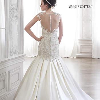 """Cristales de Swarovski adornan la blusa y el polvo de los hombros de este vestido romántico de boda de estilo A, acentuados con una espalda recatada. Pliegues suaves y escote corazón clásico para completar el look de este vestido de satén suave. Acabado con cremallera sobre el cierre interior de corsé.  <a href=""""http://www.maggiesottero.com/dress.aspx?style=5MR094"""" target=""""_blank"""">Maggie Sottero Spring 2015</a>"""